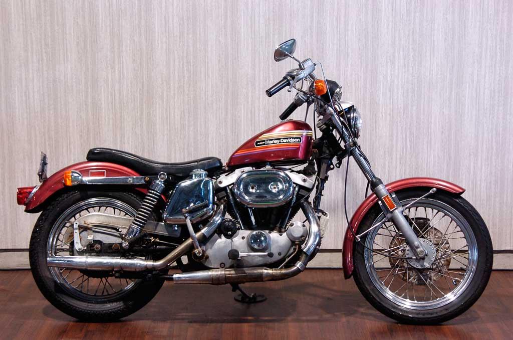 ハーレーダビッドソン 1974 XLCH 1000 車体写真1