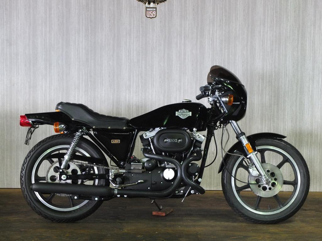 ハーレーダビッドソン 1977 XLCR 1000 車体写真1