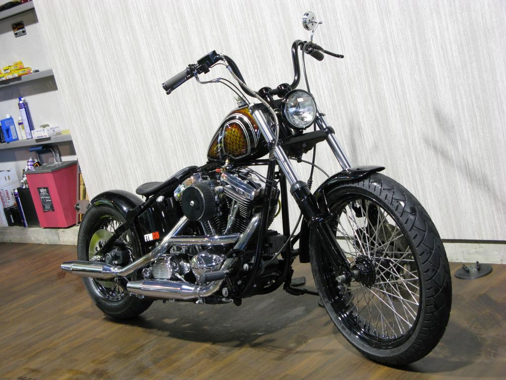ハーレー FXSTC Softail Custom 車体写真2