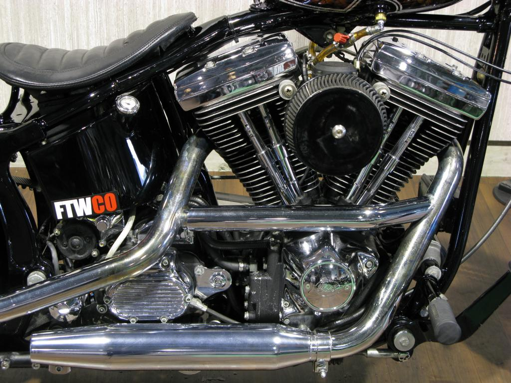 ハーレー FXSTC Softail Custom 車体写真4