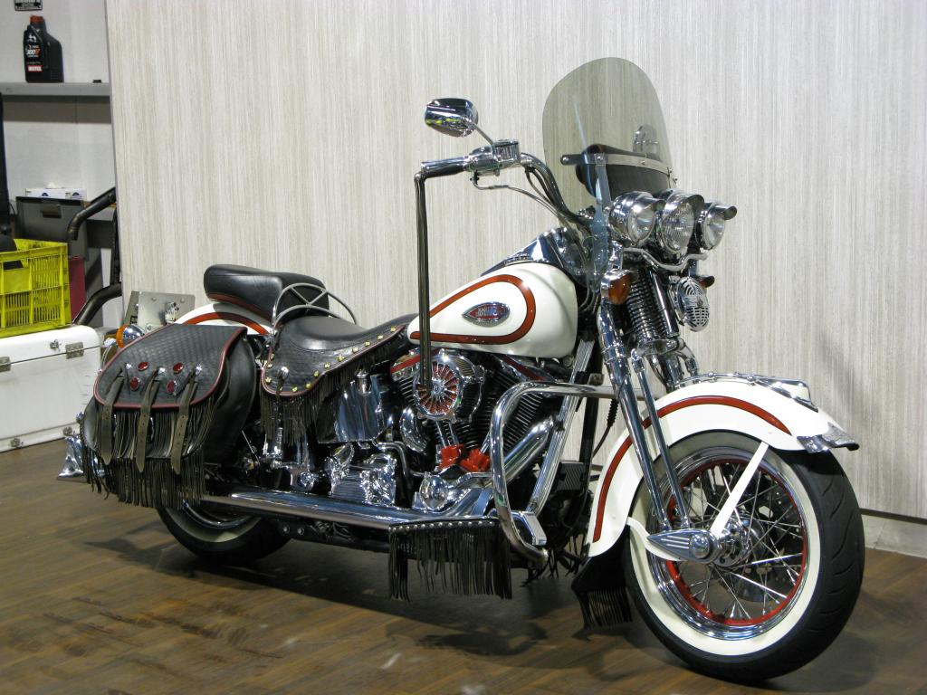 ハーレー FLSTS Heritage Springer 車体写真2