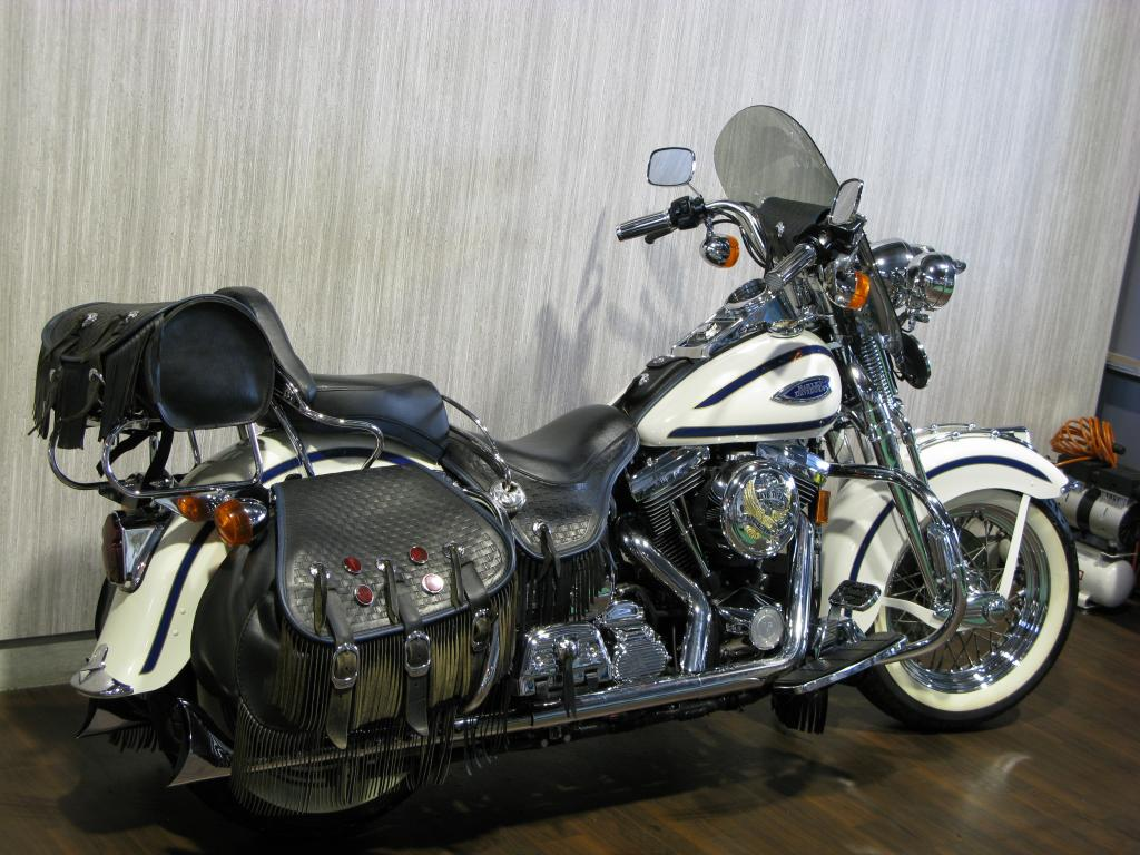 ハーレー FLSTS Heritage Springer 車体写真3