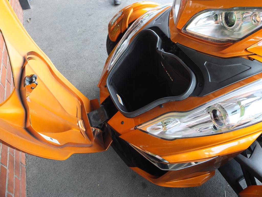 BRP 2014 BRP Can-am Spyder 車体写真8